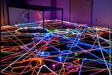 お掃除ロボット「ルンバ」の軌跡が光の奇跡を生む! ルンバアートとは?
