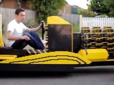 20歳の青年が50万個以上のレゴ・ブロックで本物の自動車を製作! エンジンもレゴ!