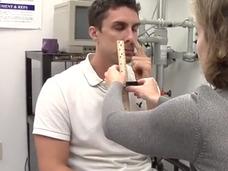 左の鼻の穴でわかる! 超簡単な認知症・アルツハイマー検査法が明らかに