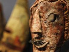 ユニークで不気味なホピ族のマスク 仏・オークションで売られるが…