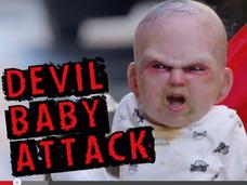 これは腰抜かす!! 突然ベビーカーから悪魔の赤ちゃんが飛び出すドッキリ企画が怖すぎるッ!