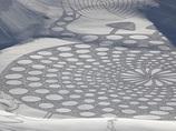 雪原の幾何学超巨大アートがスゴイ! 40km歩いて制作!?