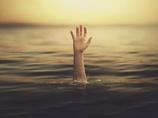 「見えないはしごを登っている」!? 溺れている人の本当の姿と対策とは?
