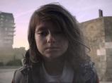 少女の破壊された幸せな生活… シリア内戦の悲惨さと支援を訴える衝撃映像!