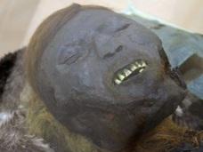 西シベリアで正体不明の青いミイラが出土!! 銅の作用による偶然の産物だった!?