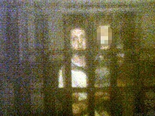 【こんなにくっきり写るのか!! 少女の幽霊が写った心霊写真!!=英国