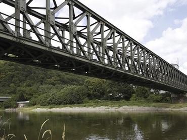 世界各地で「消える橋」! 200トンの鉄橋も…日常にまみれた意外な盲点