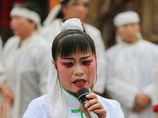 【中国】葬儀中、大声で泣きわめくプロ「泣き女」!!  騒音問題で減少中!?