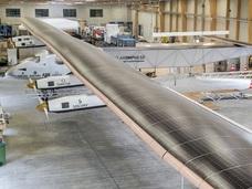 新型ソーラー飛行機が初公開! 燃料不要で、半永久的に飛行可能!?