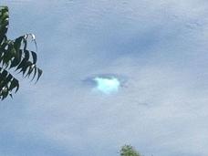 空に穴が開いた!? UFOが多数目撃される土地・カリフォルニアで撮影された写真に、SNS騒然!!