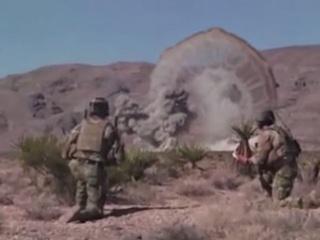 【米軍機が超巨大クラゲ型宇宙人を爆撃!? 砂漠に現れた謎のクネクネの正体は?