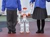 """自閉症を持つ子供の教育に""""無表情で無感情""""なロボット先生が大活躍!"""