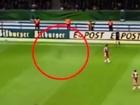【動画】ドイツカップ決勝に現れた幽霊選手!? フィールド上を黒い影が疾走!!