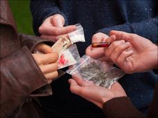 あのシングルマザーに薬物使用疑惑が浮上!? 止まらない芸能界薬物汚染