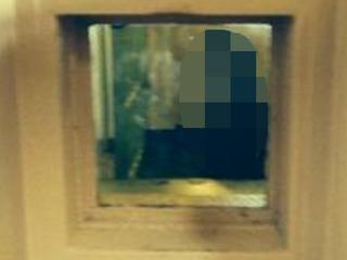 謎を呼ぶ「アルカトラズ刑務所」の心霊写真 面会窓からこちらを睨む女