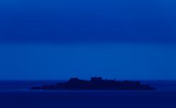 """軍艦島に残された""""建物の息吹""""が聞こえる ― 秘境写真家・酒井透インタビュー"""