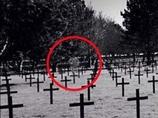 「ママ、兵士の幽霊が写ってる!!」14歳少年が修学旅行中撮影したiPhone心霊写真が話題!