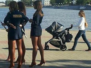 """【ロシアの""""超""""ミニスカ女性警官が絶滅の危機!! 制服巡り論争「彼女たちは結婚したがっている」"""