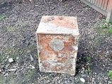 庭の池の底に埋まっていた160年前の金庫! 中身は一体…!?
