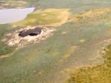 シベリアに超巨大陥没穴が出現!! 専門家が緊急調査へ、「UFO着陸説」も浮上!