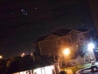 """ヒューストン上空に現れたUFOに住民騒然!! 謎の光はNASA製""""空飛ぶ円盤""""か!?"""