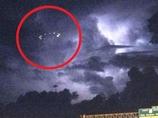 夜空で回転する光るリング! ネットに投稿される多数のUFO目撃情報!