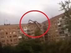 【動画】世界を騙した、ビルをよじ登る謎の巨大生物!! 真実と嘘の間