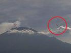 【動画】母艦クラスの超巨大UFO(尻尾アリ)が、メキシコの火山付近でライブカメラで撮影される!