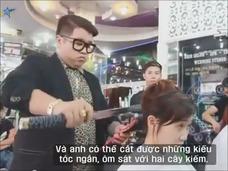 【驚愕動画】日本刀で髪を斬る男! この美容師、危険過ぎる…!