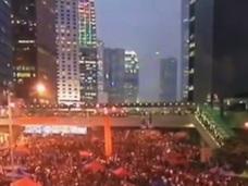 【驚愕映像】香港デモの上空にUFO出現!! 中国政治は宇宙全体の懸念事項だった!?