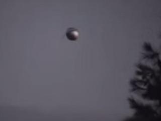 """【動画】サンディエゴ上空に""""球状の""""UFO出現!! アンテナまでハッキリの衝撃ズーム写真も!"""