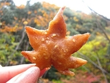 """食欲の秋! カナダ人が日本の秋のおやつ""""もみじの天ぷら""""に大注目!"""