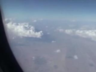 """【衝撃動画】イラン上空で旅客機の下をUFOが通過!! これぞまさに""""未確認飛行物体"""""""