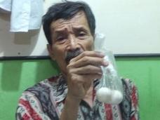 """【衝撃】男性が""""ニワトリの卵""""を出産! テレビで報じられ大騒動に=インドネシア"""