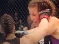 【閲覧注意】総合格闘技「UFC」で女子選手の耳がちぎれた!! 血しぶき舞う過酷な試合