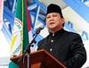 選挙結果に不満で、最高裁判所に呪いをかける男=インドネシア