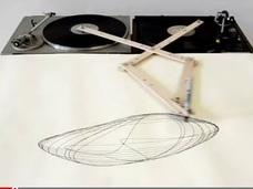 DJたちも驚くターンテーブル・アート!? アートの概念を刺激する幾何学図形