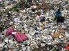 汚すぎて戦争へ!? ゴミまみれの「チリウン川」が大変なことに!=インドネシア