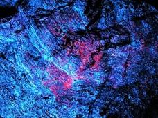 ラピュタの飛行石か? 今は無き日本の秘境「暗黒のトンネルで青く光る石」が美しすぎた…!