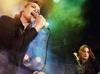 "FNS歌謡祭の""口パク""騒動 もしも、漫才や舞台で口パクが容認されたらどう思う?"