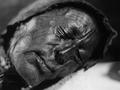 泥炭地から掘り起こされた2,400年前のミイラ「トーロンマン」の顔がリアルすぎる!