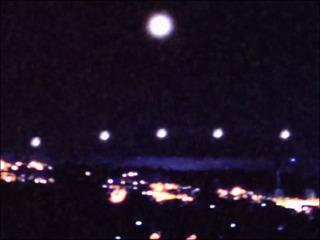 衝撃UFO映像! 撮影者も「オーマイガー」を連発! 空母UFOがミニUFOを出動する瞬間