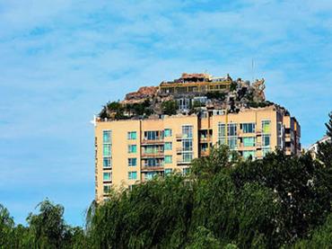 リアル「バベルの塔」!? 増改築ブームの中国で横行する、ヤバすぎる違法建築