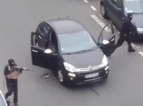 【パリ銃撃事件】射殺される警官、逃げるテロリスト… 犯行現場を捉えた衝撃映像!!