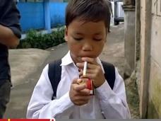 【動画】9歳小学生らが一斉に喫煙!? 喫煙大国インドネシアの実態!