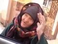 シリアのおばあちゃんがたった1人で「イスラム国」兵士を一喝! その勇気ある行動、実は…!?