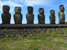 モアイ像は日本人? 最新版「イースター島の歩き方」