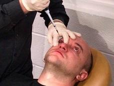 マッドサイエンティスト、「暗視能力を授ける目薬」の開発に成功!?