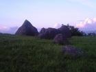 「日本人シュメール起源説」の証拠が『進撃の巨人』ロケ地にある!? ~熊本・押戸石の丘~