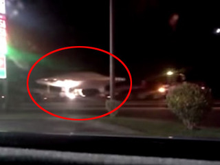 【衝撃動画】警察が巨大UFOを誘導する様子が激写される!! 向かう先は「エリア51」か!?=米・ネバダ州